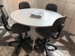 Título do anúncio: Uma mesa para reunião redonda