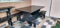 Jogo de mesa e bancos em pedra ardósia