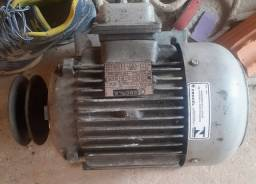 Título do anúncio: Motor elétrico trifásico 4Cv