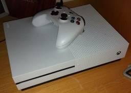 Xbox one s 1tb, apenas 3 meses de uso