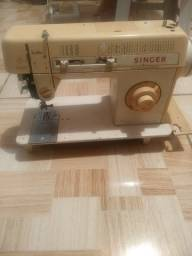 Vendo uma máquina de costura Singer