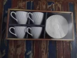 Conjunto de xícaras em porcelana com as bordas douradas Sultan nova<br>