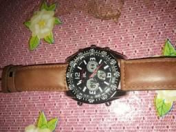Vende-se um relógio