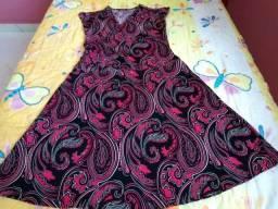 Vestido com estampa estilo mandala nas cores preto, rosa e prata