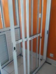 Promoção de Porta balcão em alumínio 2/3 de vão livre 3 folhas 210x150
