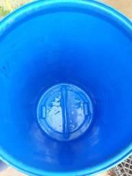 Vendo dois tambores de água