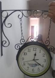 Relógio de parede dois lados