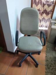 Título do anúncio: Cadeira presidente giratória ótimo estado *** entrego