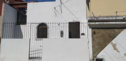 Alugo casa térrea 2/4 em Itapuã