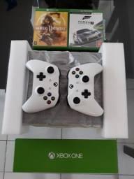 xbox one s com dois controles