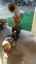 Vende-se uma bomba de alta pressão com motor de 10 CV de alta