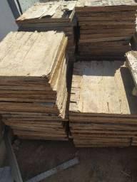 Tábuas para fabricação de blocos de concreto
