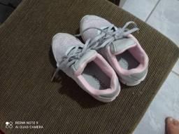 Sandália e sapatos número variados cada um por 20 reais