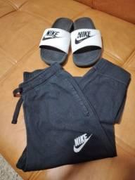 Calça + camiseta + chinelo