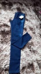 Título do anúncio: Vende duas calças tamanho 42, contém lycra