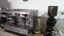 Máquina de Café Italiann Coffe + Moedor de café