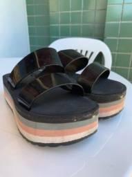 Vendo sandália zaxy