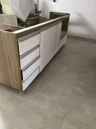 Armário de cozinha debaixo da pia