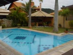 Linda casa em terreno de lote duplo (1,2 km qdd.) com piscina de 12 x 4 metros, 4 dormitór