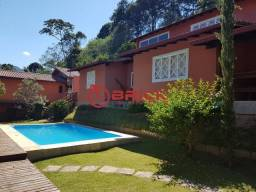 Casa com amplo terreno no Green Valley com 3 quartos sendo 1 suíte, Teresópolis/RJ. Estuda