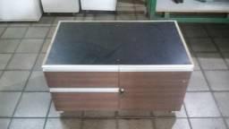 Mesa de centro com rodinhas 3 gavetas e uma porta 60 x 1.10
