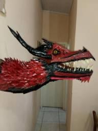 Dragão grande feito artesanalmente