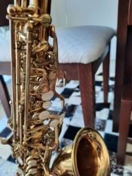 Saxofone soprano curvo, marca Custom.