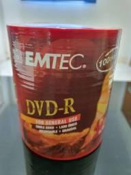 Pino com 100 DVD-R