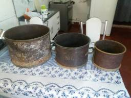 3 panelas em ferro e bronze