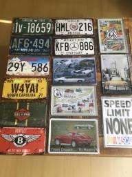 Placas de carro e decoração retro em metal