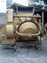 Betoneira 600 litros com carregador e motor eletrico