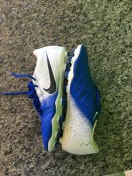 Chuteira Nike phantom venom trava