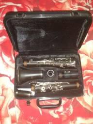 Vendo um clarinete novo