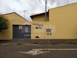 Casa para alugar com 2 dormitórios em Lagoinha, Uberlândia cod:212877