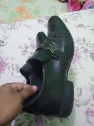 Vende se um sapato social