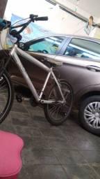 Vendo bicicleta de alumínio no precinho 350$