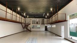Aluga-se sala comercial de 400 m² na Brava