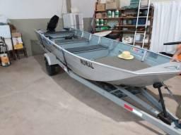Barco motor e carretinha novinho