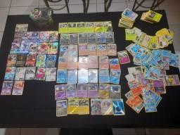 Título do anúncio: Cartas pokemons com 10 gx, 12 ex, 1 turbo, 43 brilhantes +403 cartas muito boas e a caixa