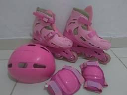 Patins rosa ajustável com todos os complementos