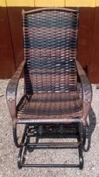 Título do anúncio: cadeira de balanço de ratan, marrom escuro.