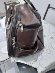 Vendo essa bolsa q vira mala também em couro na cor marrom nova