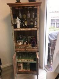 Título do anúncio: cristaleira/armário em madeira de demolição