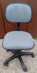 Título do anúncio: Cadeira de rodinhas, cinza