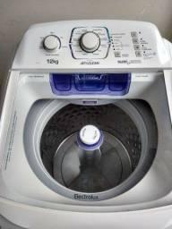 Vendo uma máquina de lavar semi nova