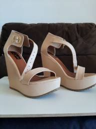 Sandália Plataforma na cor creme