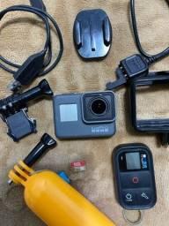 GoPro Hero 5 Black (12MP) + Controle + Cartão 32 GB (Usada)
