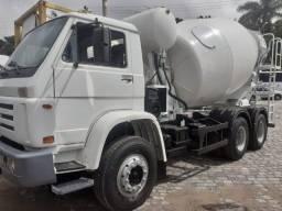 Vende-se caminhão Betoneira