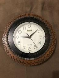 Relógio artesanal, marca Quartz.