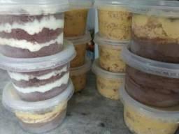 Vendo bolo no pote e bombons